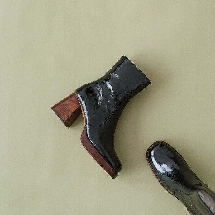 Platform boots in black glossy leather