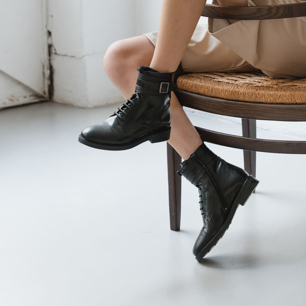 Boots with buckle and laces in black snakeskin leather