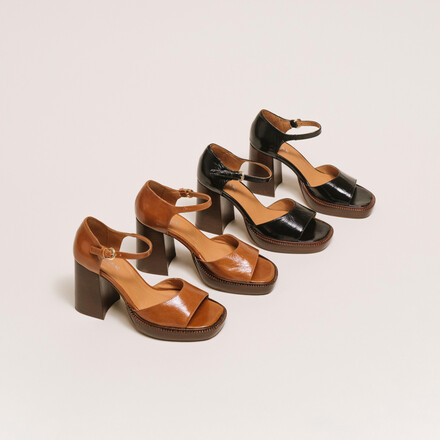 Open-toe high-heels in whisky leather