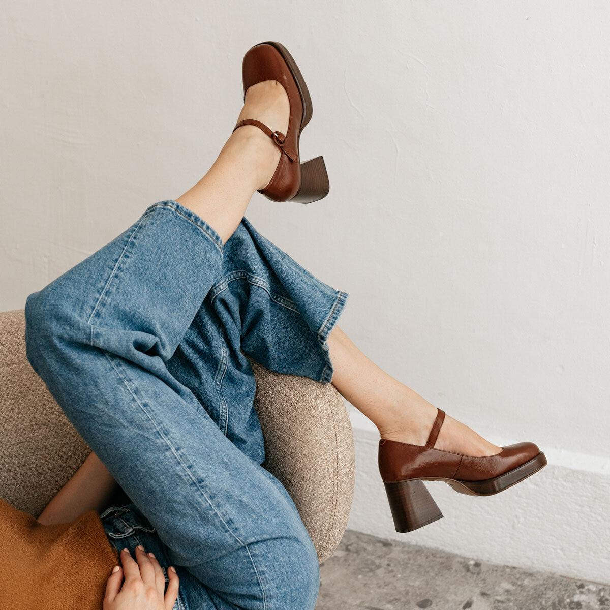 Heeled mary janes with platform in aged brown leather