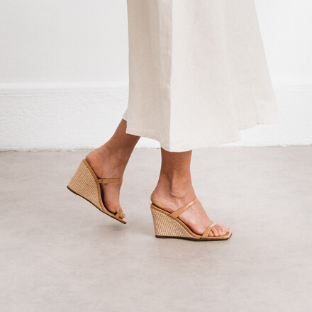 Espadrilles with thin straps in camel leather and raffia