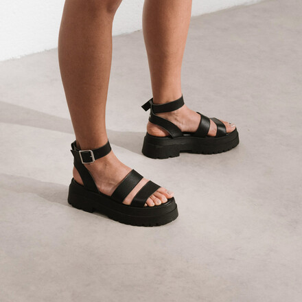 Platform sandals with straps in black leather