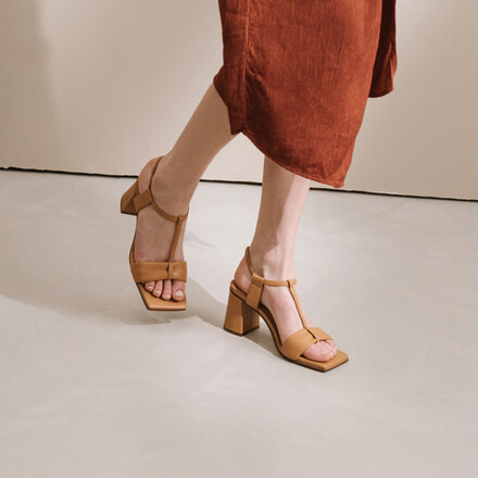 Heeled salomés in camel leather