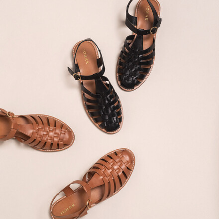 Sandals with open straps and closed tip in black leather