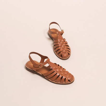 Sandals with open straps and closed tip in camel leather