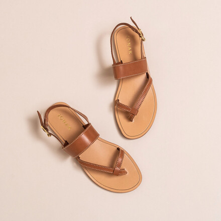 Topstitched sandals in camel leather