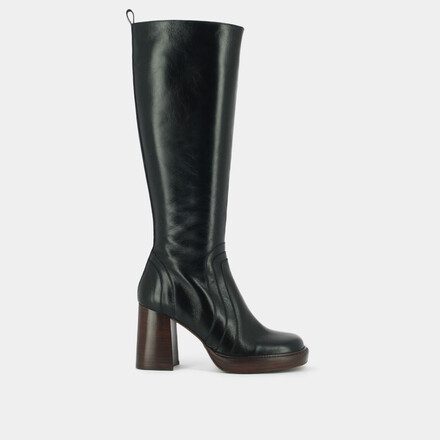 Boots with heel in aged brown leather