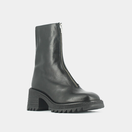 Boots with notched sole and front zip in black leather